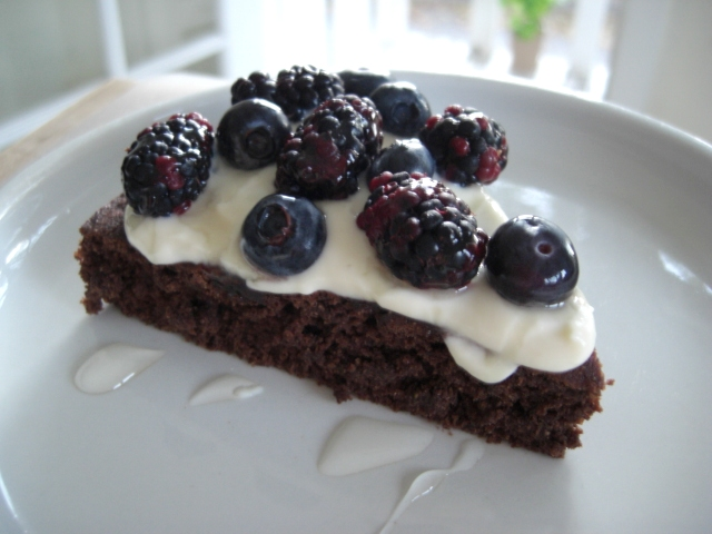 Chocolate-Blueberry Cake from Fatfree Vegan